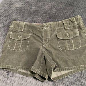 💐3/$10 sale - green shorts